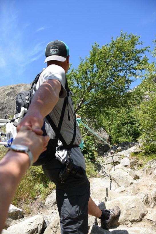 Liefde is: elkaar de berg op helpen