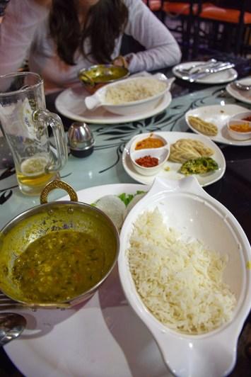 Nepalese specialiteiten Dal Bhat en momo's