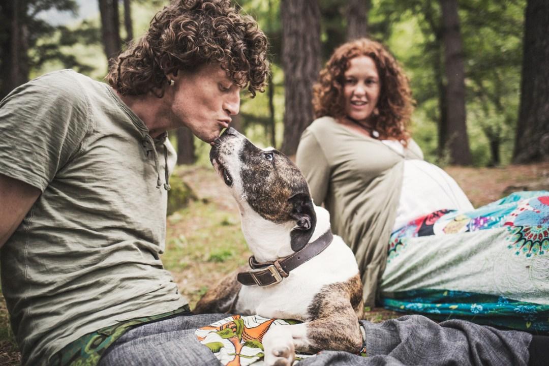 014_fotografia-mascotas_els-magnifics_perro-bosque-embarazo-