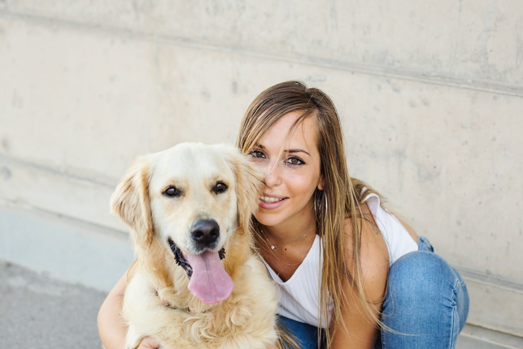 golden retriever y chica