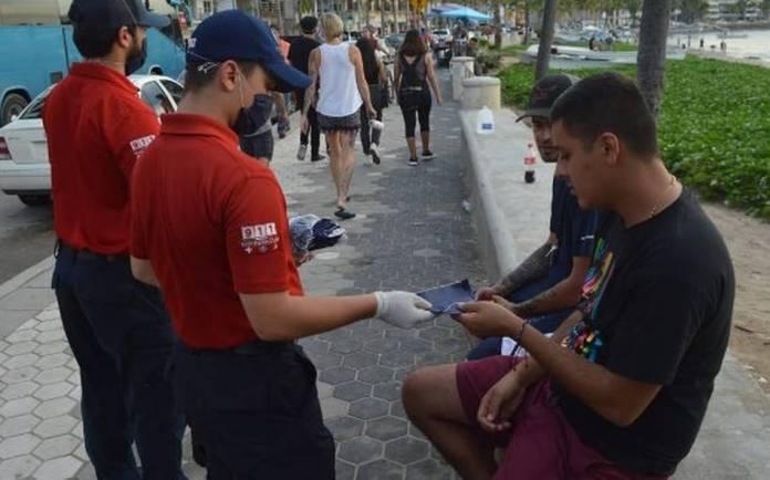 Se realiza la sexta entrega de cubrebocas en el Malecón - El Sol de Mazatlán  | Noticias Locales, Policiacas, sobre México, Sinaloa y el Mundo