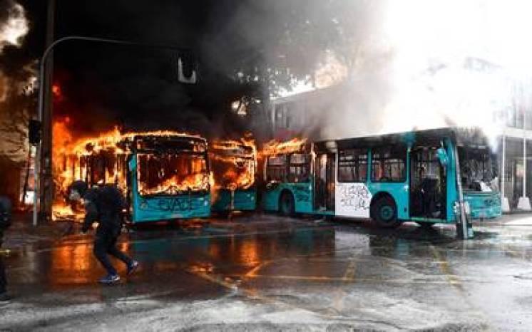 Resultado de imagen para imagenes de los autobuses quemados en chile