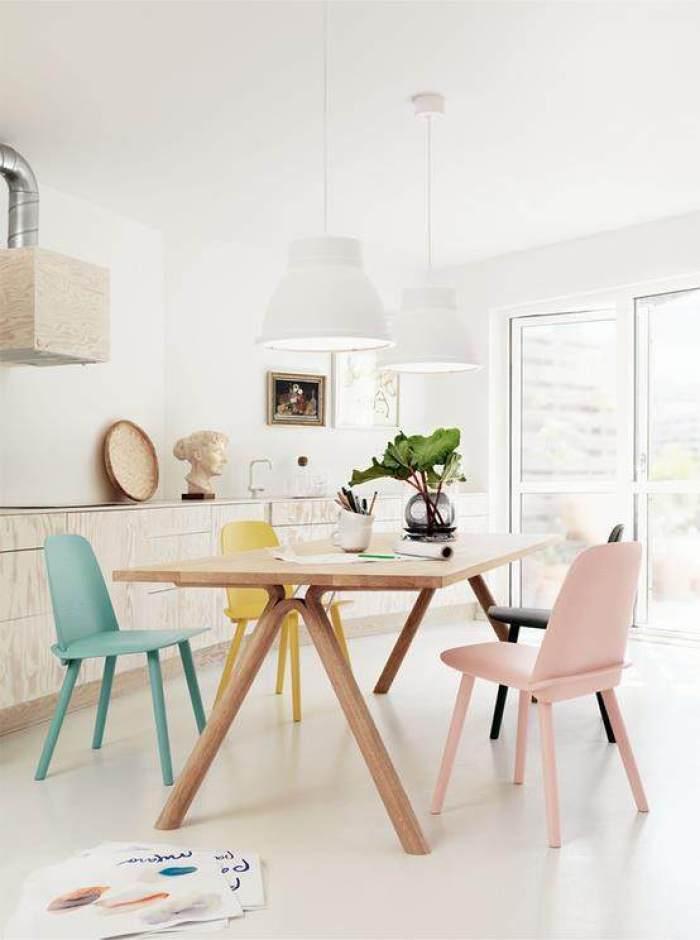 7-Mesas-y-sillas-de-colores