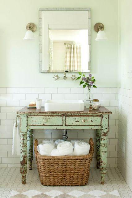 Una cómoda en el baño