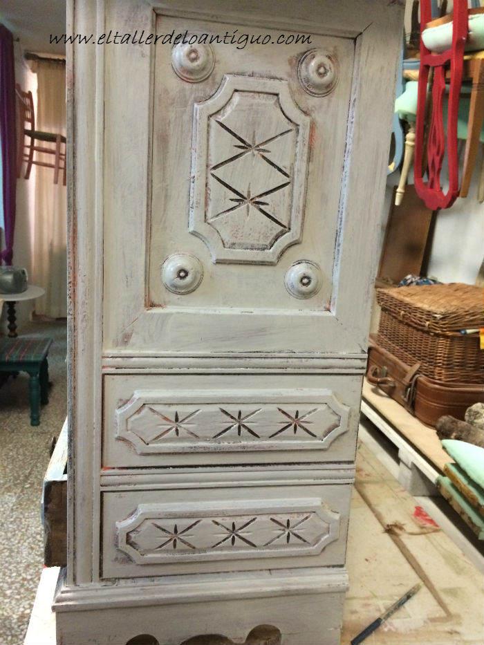 Restaurar muebles antiguos estilo vintage free mesa de - Pintar muebles estilo vintage ...