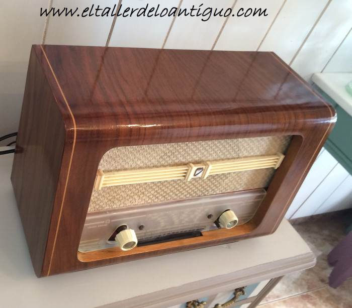 22-reproducir-boton-de-radio-antigua