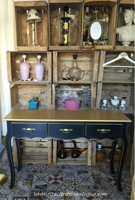7-mueble-oro-y-negro