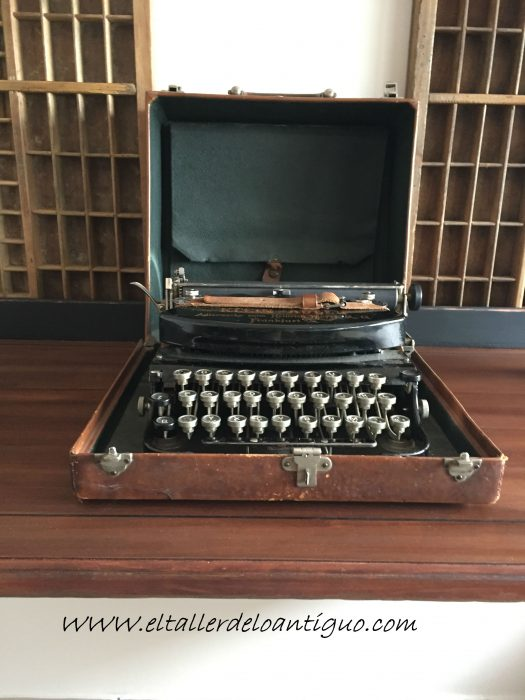 8-Escritorio-steampunk-negro-marypaint