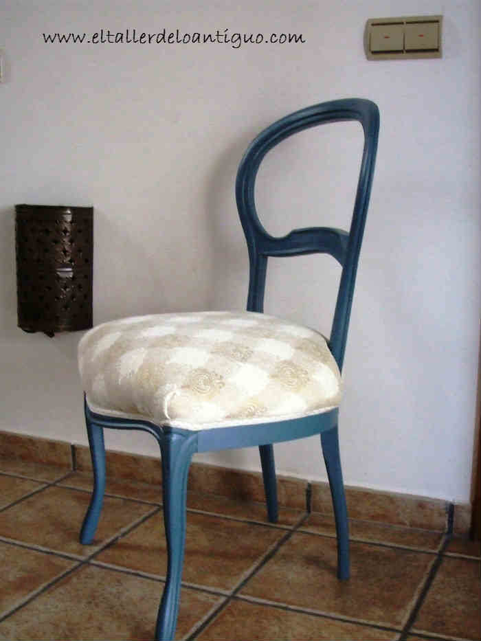 Pintamos una silla de azul el taller de lo antiguo - Como tapizar sillas de madera ...