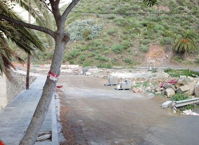 Obras de la ampliación del Cementerio de Hermigua, aparcamientos inexistentes