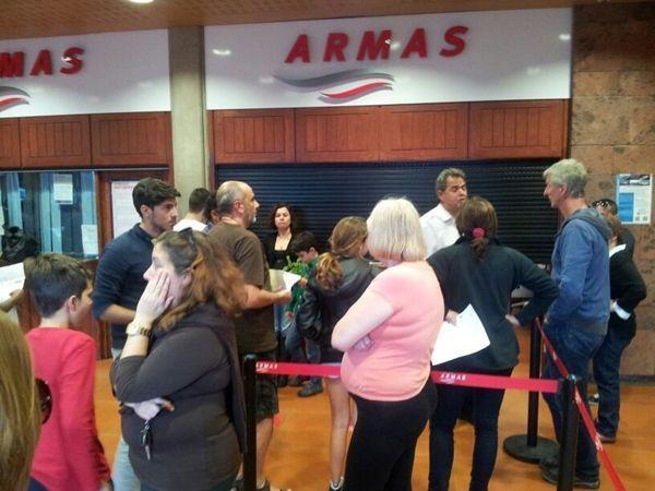 Naviera Armas deja en tierra a unos cien pasajeros en el puerto de San Sebastián - Diario de Avisos