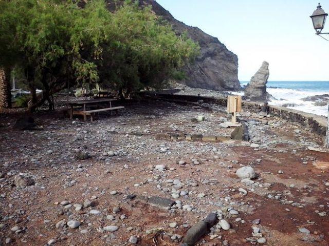 Playa de La  Caleta - Hermigua - Abandonada a la mano de dios
