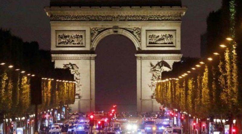 Atentado en los Campos Elíseos de París, un policía ha muerto por heridas de bala