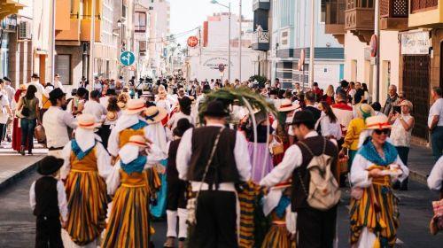 Más de cuatro mil personas participan en la tradicional romería de San Sebastián de La Gomera