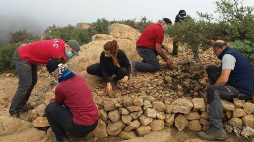 El Cabildo de La Gomera ejecuta trabajos para la conservación del patrimonio arqueológico y natural de La Fortaleza de Chipude