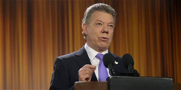 El presidente Santos interviene tras reunión del Gobierno con integrantes del Consejo Gremial, en el que anunció que la reforma tributaria no se presentará en el primer semestre del 2016.
