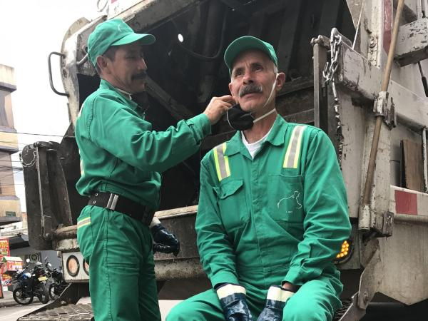 Operarios de recolección de la basura en Bogotá cuentan sus historias