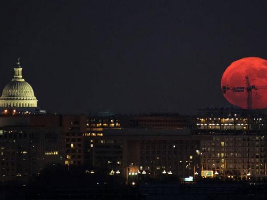 BBC Mundo: Imagen de una Luna grande y rojiza durante la superluna del 3 de diciembre de 2017 vista en Washington. (Foto: NASA)