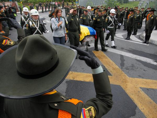 homenaje a policías