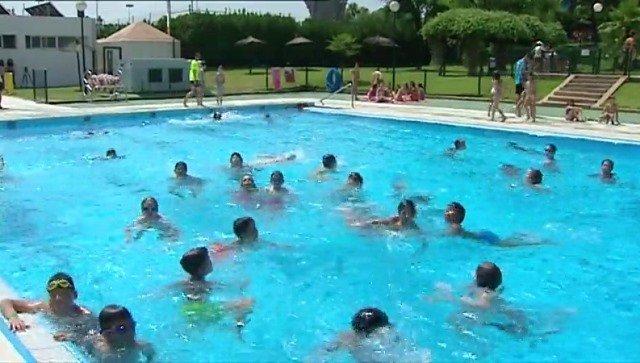 Una niña de España se contagia de la ameba 'come cerebros' en piscina pública