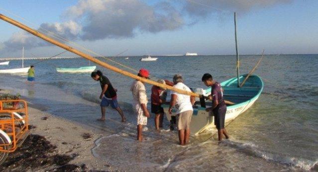 Pescadores aprovechan el buen tiempo