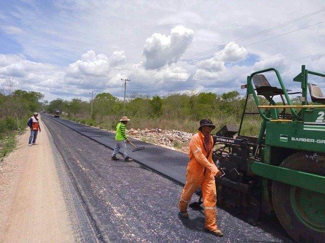Rehabilitación de carreteras en el interior del estado