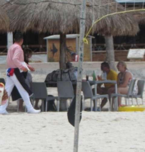 """La playa del malecón es """"otro negocio"""""""