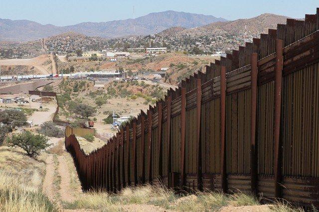 Texas inicia el despliegue de tropas  en la frontera entre Estados Unidos y México