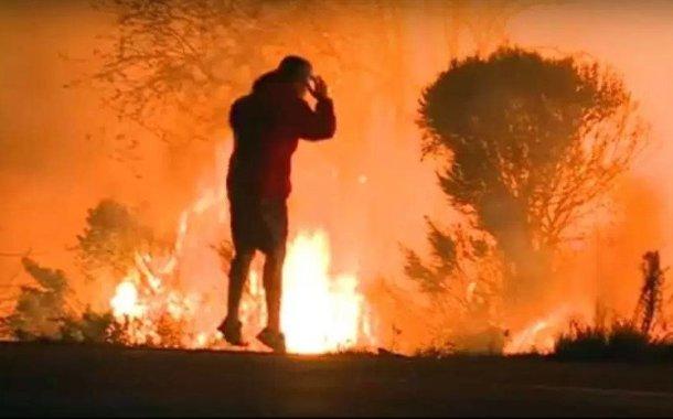 Un hombre arriesga su vida para salvar a un conejo del fuego en California