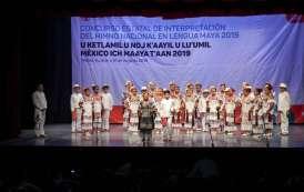 Niñas y niños entonan Himno Nacional en lengua maya