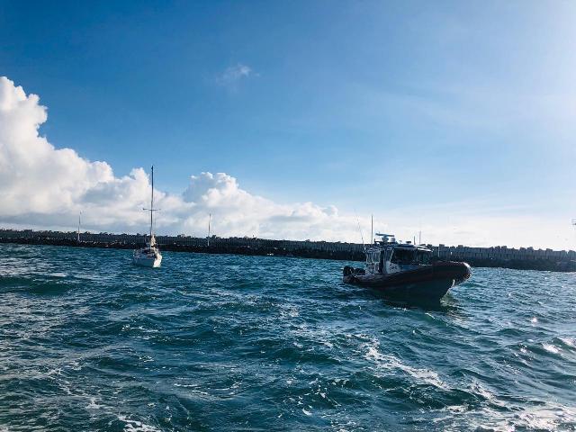 """La Marina brindó apoyo a la embarcación de recreo """"SIBARITA"""