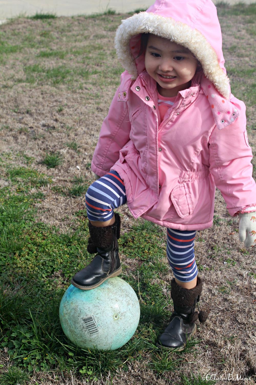 Actividades_al_aire_libre_invierno_niños_pelota