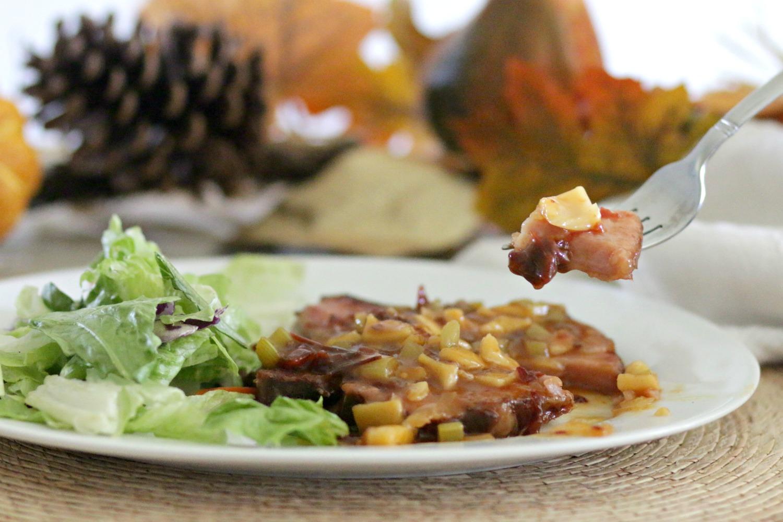Chuletas ahumadas con salsa de chipotle y guayaba