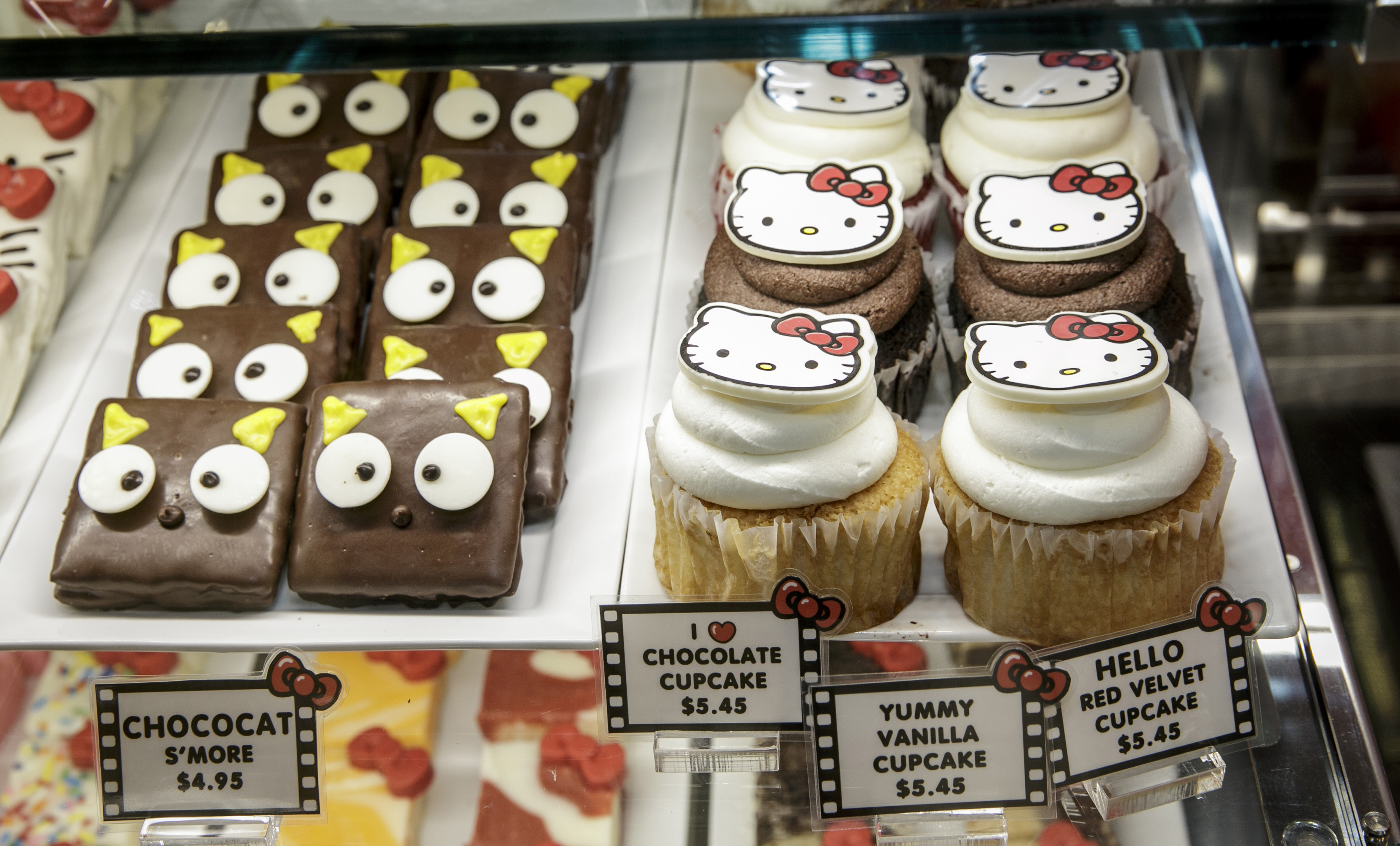 hello-kitty-llega-a-universal-studios-hollywood-review