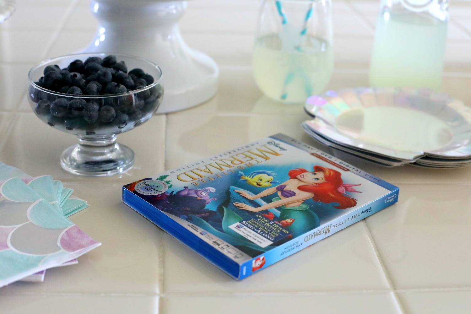The-Little-Mermaid-Walt-Disney-Signature-Collection-movie-night