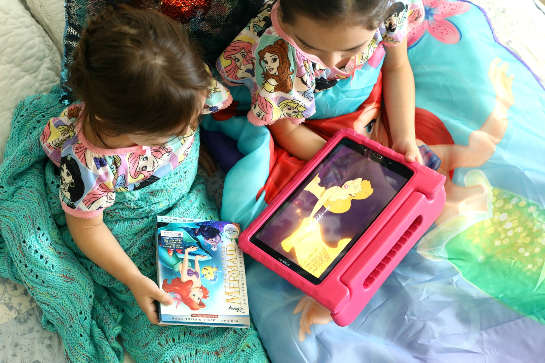 The-Little-Mermaid-Walt-Disney-Signature-Collection-movie-night