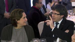 Los medios de comunicación al servicio de Ada Colau y Carles Puigdemont