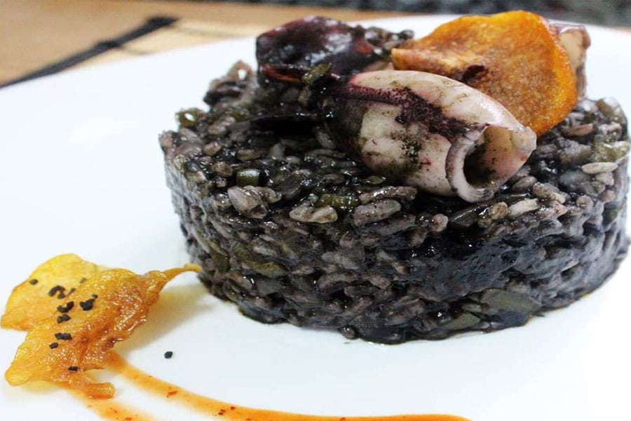 Arroz negro con sepia, un plato delicioso