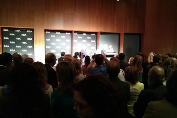 Ricardo Rodrigo entrega el XI Premio de Novela Negra RBA a John Banville