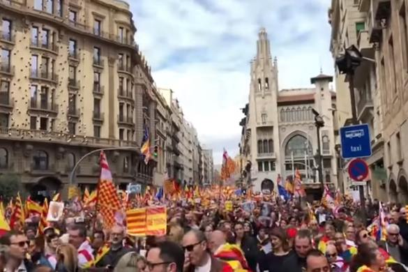 La manifestación a favor de la libertad de Tabarnia reaviva el espíritu del 8-O.