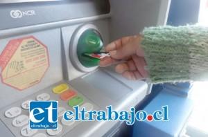 Los cajeros automáticos de los supermercados estarían siendo manipulados para clonar tarjetas bancarias en San Felipe.