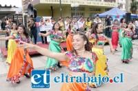 LA GRITONA.- Aquí tenemos a los chicos de Comparsa La Gritona, de Valparaíso, agrupación artística que presentó su trabajo en esta Feria Migrante.