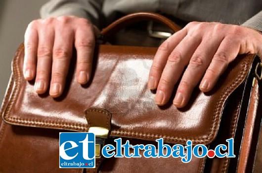 El abogado recibió 15 millones de pesos como indemnización para la trabajadora, cobra el cheque y no le rinde cuenta a la mujer.