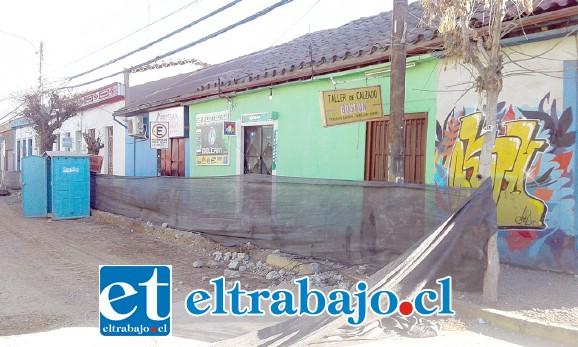 Acá se aprecia el local y también los trabajos que se están realizando en calle Prat.