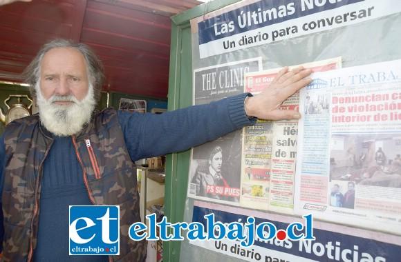 LO TIENEN DE CASERO.- Don Miguel Valdés lleva 20 años vendiendo diarios y revistas, lo poco que gana en este quiosco lo pierde cada vez que le roban.