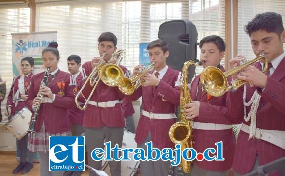 BANDA DE LUJO.- La banda instrumental del Colegio Alonso de Ercilla estuvo a cargo de dar ambiente sonoro a la actividad.