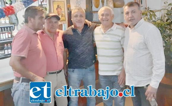 Otro grupo de grandes próceres del fútbol sanfelipeño posando para 'El Trabajo'.