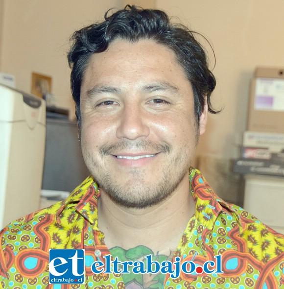 Alejandro Arévalo, director de la banda sanfelipeña  PAPA (Por Aquí Pasan Aviones).