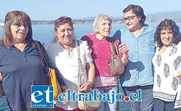 SIEMPRE NIÑOS.- Aquí tenemos a estos niños grandes: Tatiana Araya, Silvia Jiménez, Leontina Pino, Estela Puentes y Cristina Rojas.