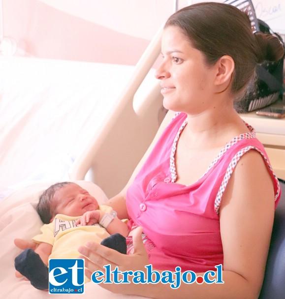 Cilennia Vega, madre del pequeño Oscar, se mostró feliz de que su hijo sea chileno.